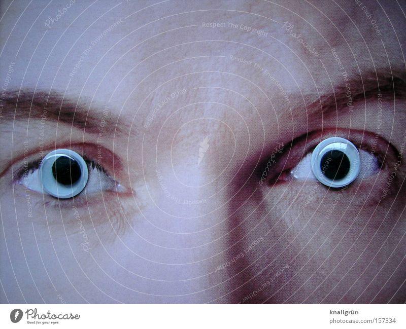 Große Augen machen Mann Gesicht verrückt Konzentration obskur Augenbraue Seele Pupille Regenbogenhaut überblicken Starrer Blick