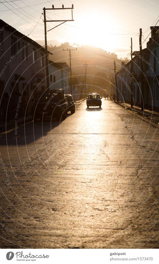 Kuba | Baracoa Kleinstadt Stadt Hafenstadt Altstadt Verkehr Verkehrsmittel Verkehrswege Straße Wege & Pfade exotisch natürlich braun Zufriedenheit Gelassenheit