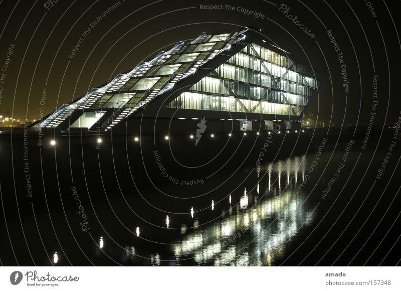 Architekturfotografie in Hamburg Industriefotografie Industrielandschaft Fabrik Wasserspiegelung Licht Bauwerk Unternehmen Firmengebäude Wirtschaft Gebäude