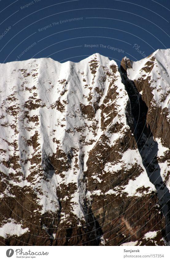 Kleiner Sonntagsspaziergang Einsamkeit Schnee Berge u. Gebirge Freiheit Stein wandern Felsen Klettern Alpen Gipfel Fernweh Bergsteigen Berghang Höhe Hochgebirge