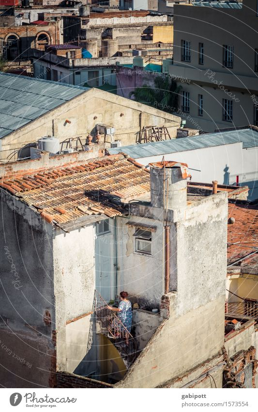 Einblick Ferien & Urlaub & Reisen Stadt Haus Ferne Wand Gebäude Mauer Freiheit Fassade Tourismus träumen Treppe Häusliches Leben Vergänglichkeit Abenteuer Wandel & Veränderung