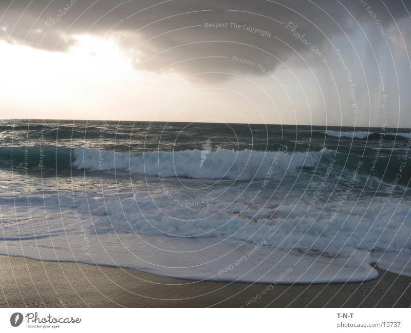 Südlichster Punkt Sardiniens Meer Strand Gegenlicht Schaum Brandung Sand Wasser