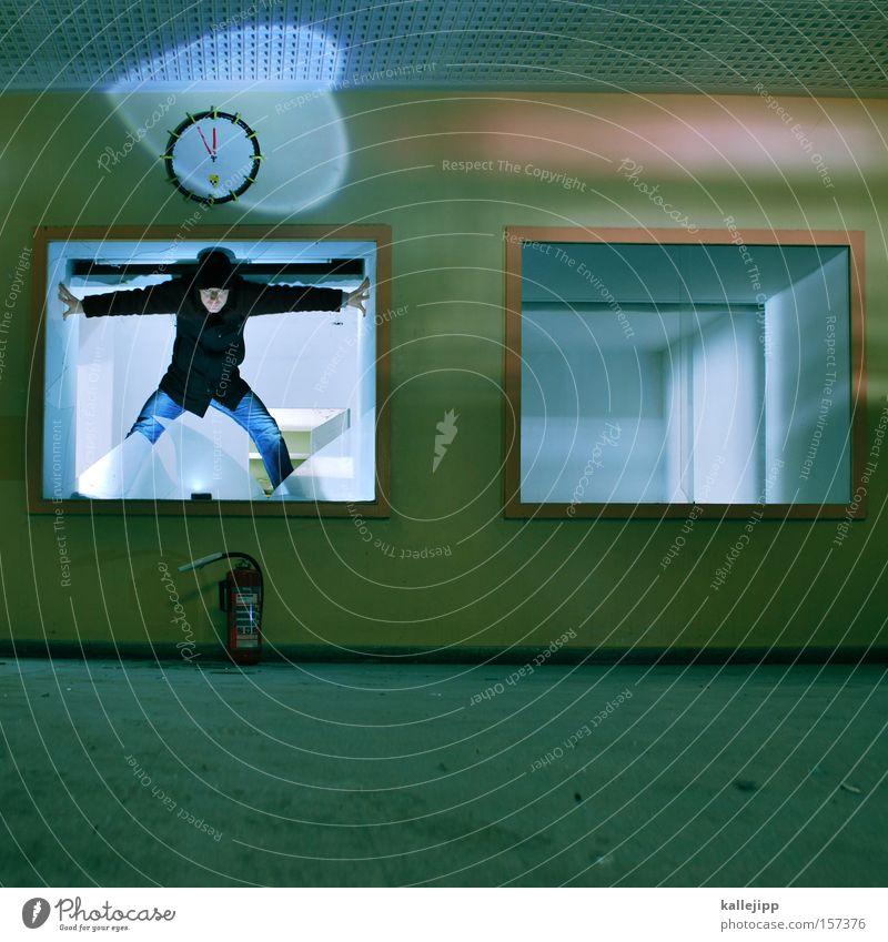 wer hat an der uhr gedreht? Mensch Mann Zeit kaputt Uhr Vergänglichkeit Fensterscheibe Desaster Bühnenbeleuchtung Brandschutz stagnierend Splitter Notfall