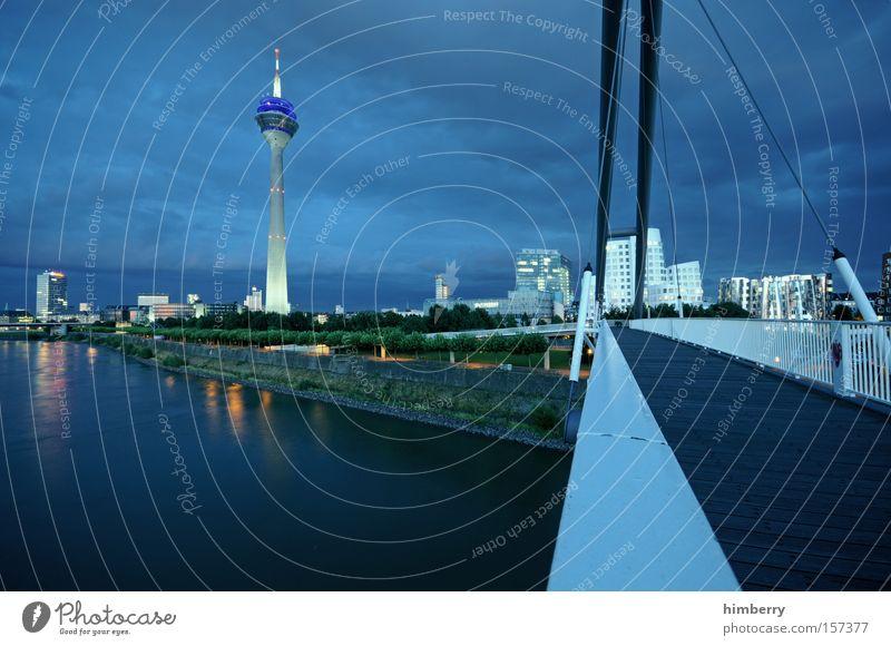 blue credit monday Stimmung Atmosphäre Düsseldorf Stadt Nacht Nachtleben Fluss Brücke Beleuchtung Reflexion & Spiegelung Fernsehturm Turm Architektur