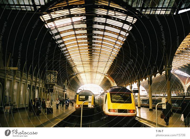 Paddington Station Nebel Verkehr Eisenbahn Europa Industriefotografie Bahnhof London Lagerhalle England Bahnsteig Lokomotive Großbritannien Lager