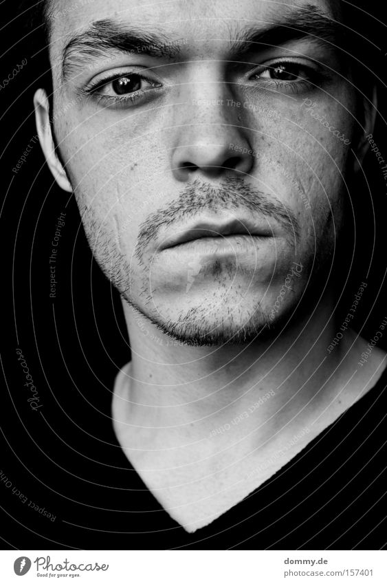 the true Mann Kerl schwarz weiß Porträt Nase Mund Lippen Auge Müdigkeit Bart Bildausschnitt Haare & Frisuren Schwarzweißfoto Jugendliche