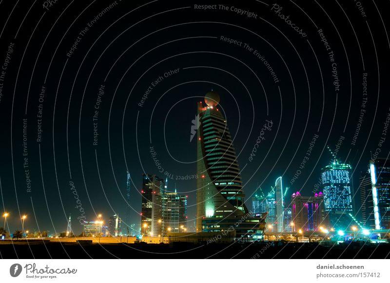 Metropolis 6 Dubai Hochhaus Tourismus Nacht Licht Elektrizität Energie Reisefotografie Ferien & Urlaub & Reisen Architektur Gebäude Baustelle Skyline modern