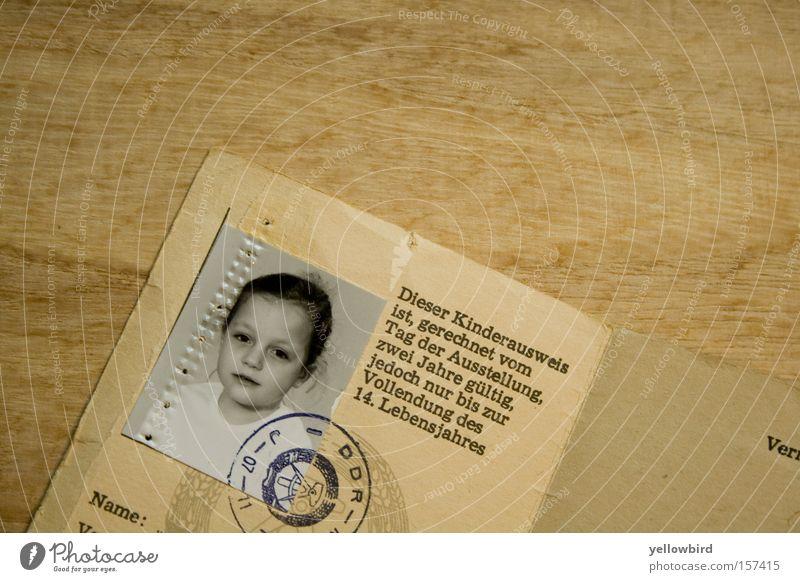 Damals in der DDR Kind Fotografie DDR Osten Reisepass Passbild Ausweis