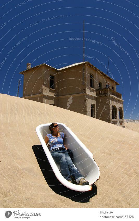 Sonnenbad Namibia Diamant Badewanne Sand Düne Ruine Erholung ruhig Sommer Afrika Kolmanskop Geitsterstadt