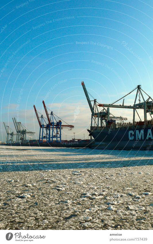Port of Hamburg [pt. 2] Elbe Hafenkran Wasserfahrzeug Eis Eisscholle Schatten Hafenarbeiter Winter Dock Blauer Himmel kalt Wolken Schnee Industrie