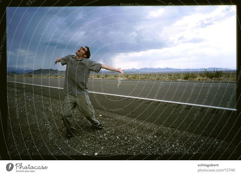 warten auf regen in death valley Mann Wolken Straße Gefühle Regen Sonnenbrille Synthesizer Death Valley National Park Roland Juno 60