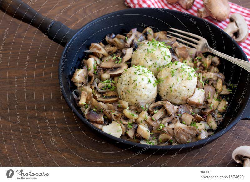 Pilzpfanne Lebensmittel Champignons Knödel Schnittlauch Austernpilz Schalotten Ernährung Bioprodukte Vegetarische Ernährung Vegane Ernährung Pfanne Gabel Billig
