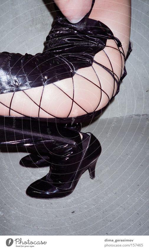 Frau schön schwarz grau Beine Schmerz Leder attraktiv interessant
