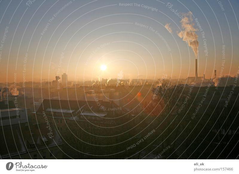 Ozonschichtkiller Klimawandel Kohlendioxid Treibhausgas Schornstein Umwelt Smog Nebel Umweltschutz Winter Dunstglocke Kiotoprotokoll Rauchsäule Sonnenaufgang