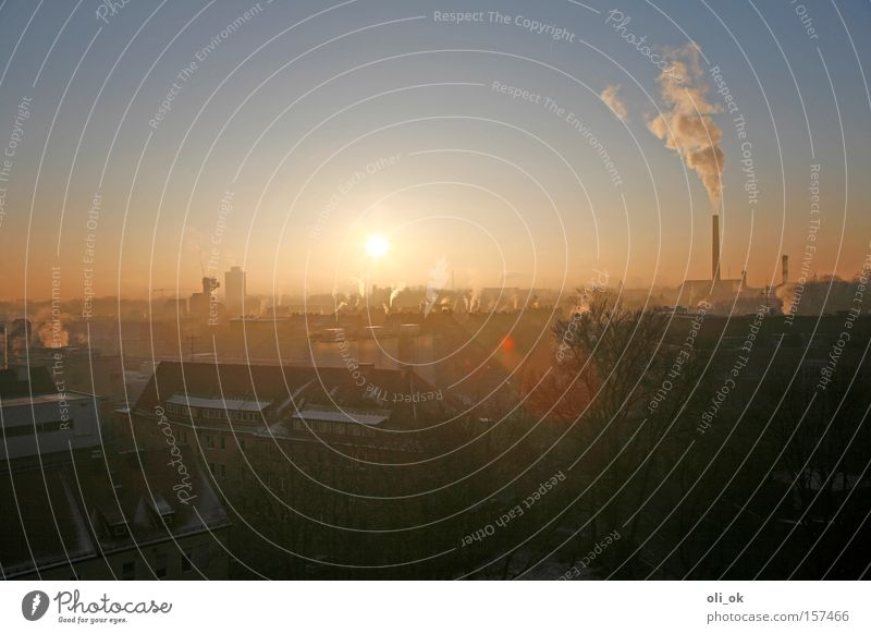 Ozonschichtkiller Stadt Sonne Winter kalt Umwelt Nebel hoch Klima Umweltschutz Abgas Schornstein Klimawandel Kohlendioxid Smog Winterstimmung