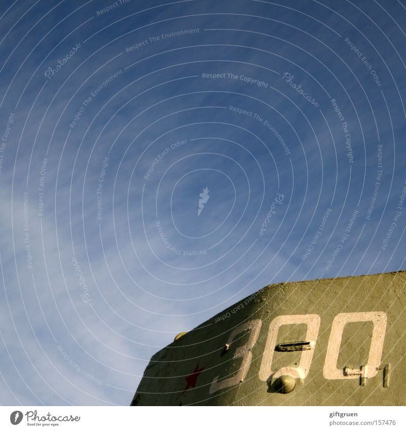 * 300 Himmel rot Schriftzeichen Stern (Symbol) Ziffern & Zahlen Frieden Denkmal Typographie Krieg Wahrzeichen Soldat Armee gepanzert Aufschrift