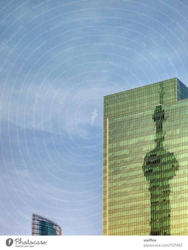 Fernsehturm Sommer Arbeit & Erwerbstätigkeit Stadt Hochhaus Wahrzeichen Denkmal Wachstum modern Fortschritt Shanghai Pu Dong China Wachstumsrate Asien Schatten