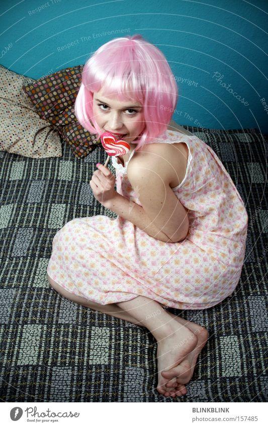 lollipop #1 rosa Mädchen süß kindlich Perücke Lollipop Herz Kissen Nachthemd feminin Barfuß Blick türkis trashig Süßwaren Frau Karneval Ernährung