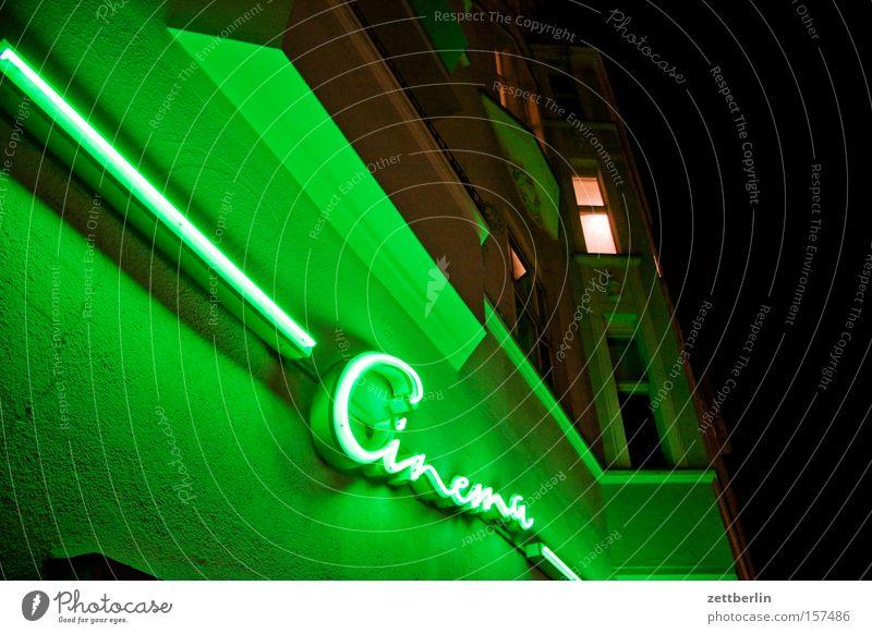 Filmfestspiele Haus Fassade Schriftzeichen Buchstaben Werbung Theater Kino Typographie erleuchten Neonlicht Leuchtreklame Erker