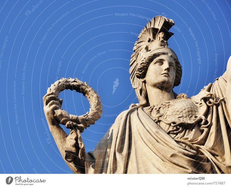 So sehen Sieger aus. Preisverleihung Medaille Erfolg Lorbeer Statue Ordnung Gerechtigkeit Justiz u. Gerichte Gerichtsgebäude Gesetze und Verordnungen Macht