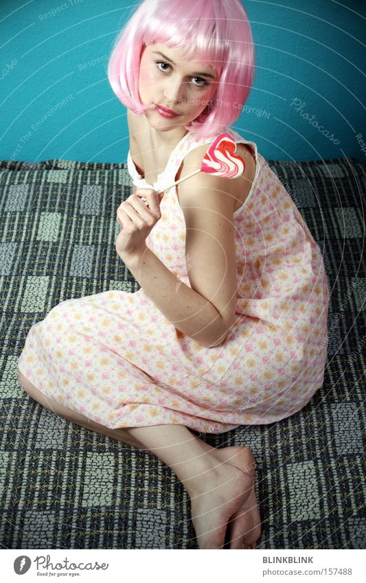 lollipop #2 feminin Junge Frau rosa süß Karneval Süßwaren Decke Barfuß Zucker Schlafzimmer Perücke Lollipop Haare & Frisuren Nachthemd