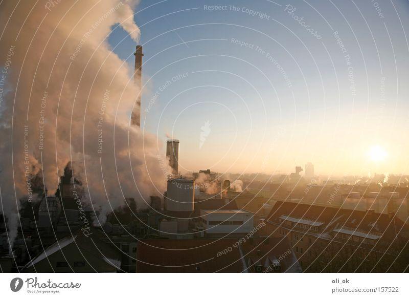 Klimawandel Stadt Sonne kalt Nebel hoch Klima Industrie Industriefotografie Rauch Fabrik ökologisch Abgas Schornstein Klimawandel Umweltverschmutzung aufsteigen