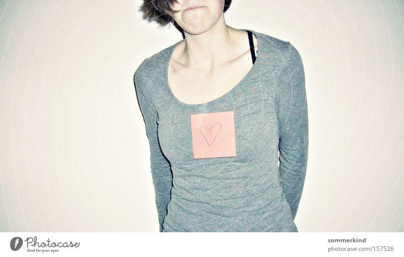 Un:entschlossen Mensch Jugendliche Junge Frau rot Bewegung feminin grau Angst Körper Schilder & Markierungen Mund Herz Frauenbrust Papier Lippen trashig