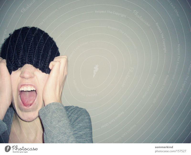Schrei, wenn du kannst Mensch Kopf Mund Zähne Hand 1 18-30 Jahre Jugendliche Erwachsene Hut schreien Aggression Wut grau schwarz Ärger laut Offener Mund hiding
