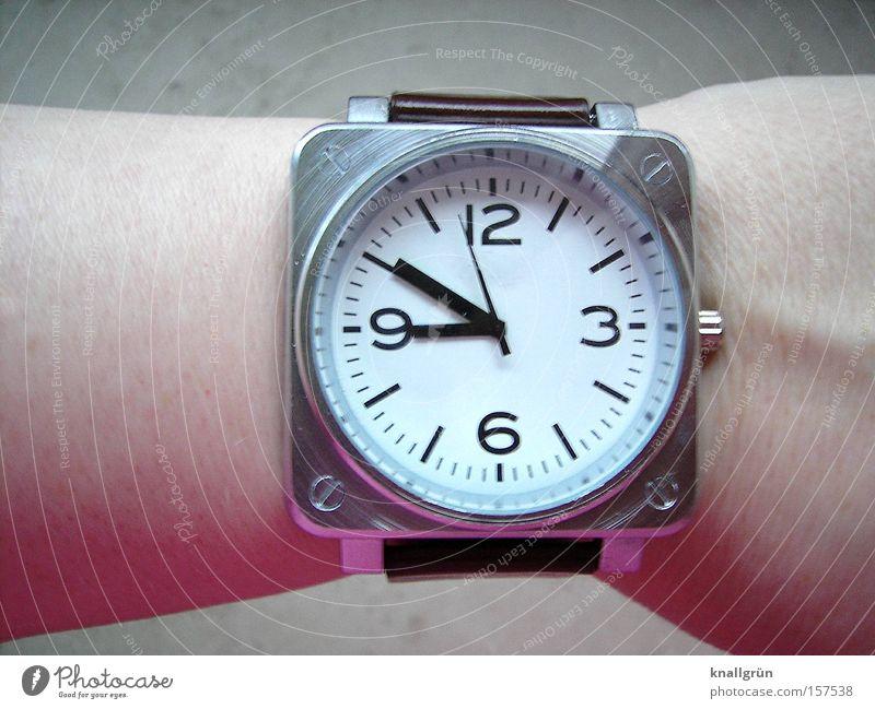 As time goes by... Arme Zeit Zukunft Uhr Ziffern & Zahlen Vergänglichkeit Reichtum Vergangenheit Termin & Datum Gegenwart Uhrenzeiger Armbanduhr