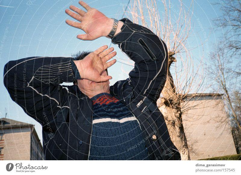 Mann Hand Baum Straße Angst Konflikt & Streit Russland kämpfen Panik Enttäuschung