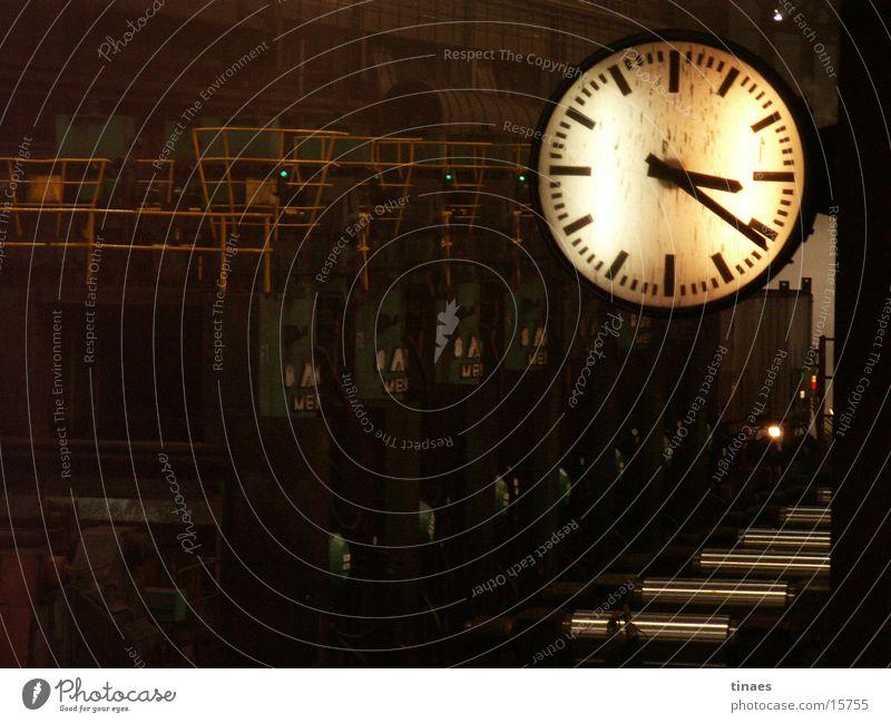 warmwalzwerk Industrie Industriefotografie Uhr analog Maschine Rolle Bremen Eisenhütte Walze Schichtarbeit Zifferblatt Stahlwerk Arbeitszeit Gießerei