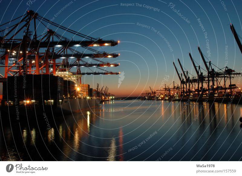 Hafen Hamburg Wasserfahrzeug Güterverkehr & Logistik Deutschland Kran Container Frachter Sonnenuntergang Wirtschaftskrise