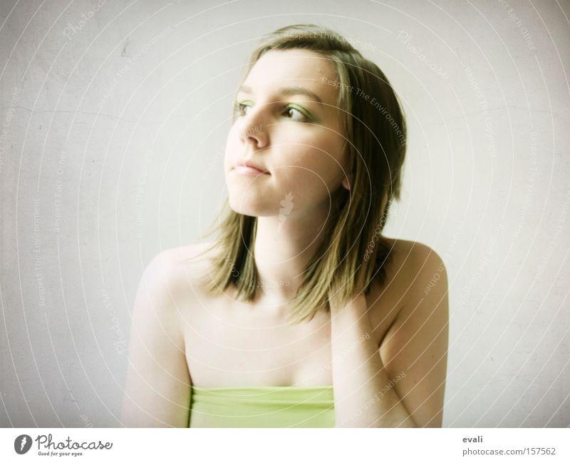 I am green today Porträt Frau Gesicht grün Blick woman face nachdenken
