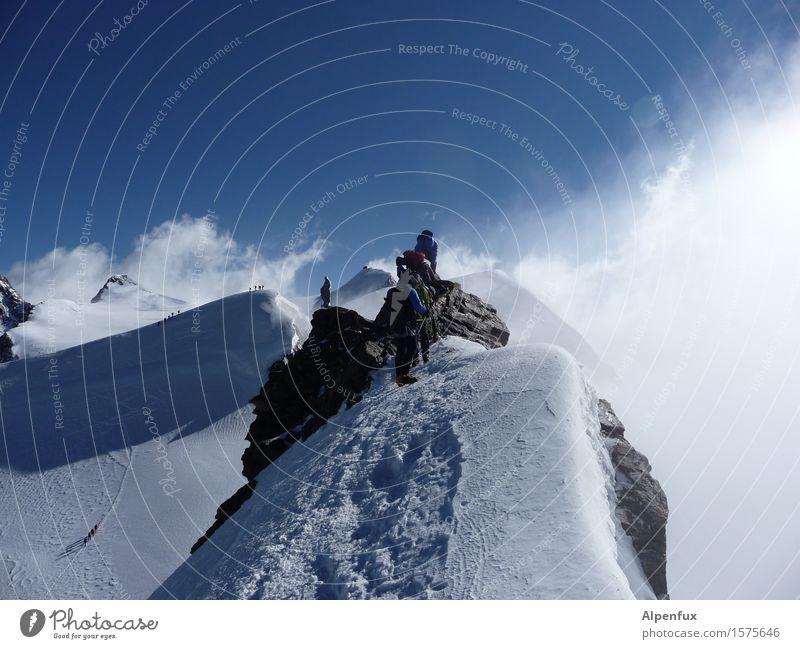 Gipfelperle Klettern Bergsteigen Himmel Wolken Sonne Winter Schönes Wetter Wind Nebel Eis Frost Schnee Felsen Alpen Berge u. Gebirge Monte Rosa Seilschaft