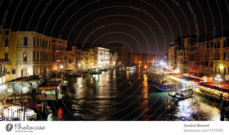 Venedig by night... Nachtleben Klimawandel Stadt Hafenstadt Stadtzentrum Altstadt Fußgängerzone Haus Bauwerk Gebäude Architektur Mauer Wand Sehenswürdigkeit