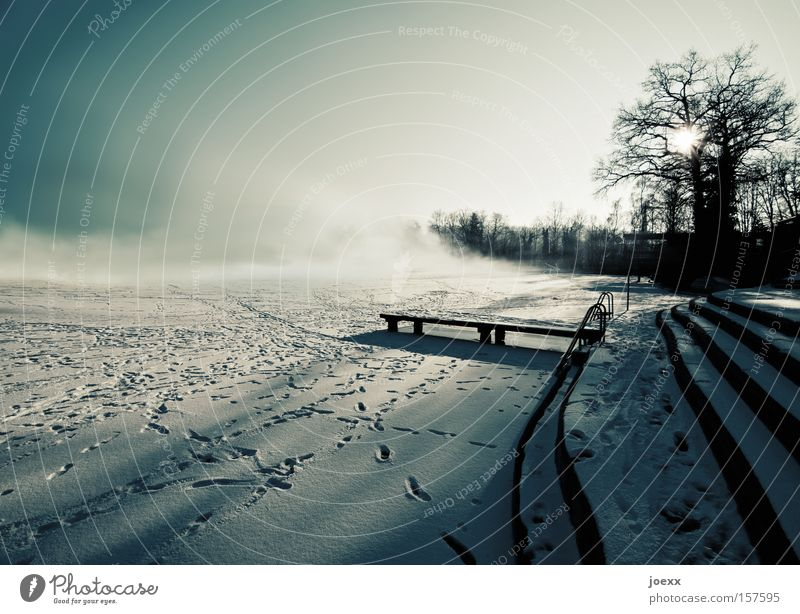 Stimmungswechsel Sonne Winter Wolken kalt Schnee See Landschaft Eis Angst Nebel Steg Licht Eisfläche Bodennebel