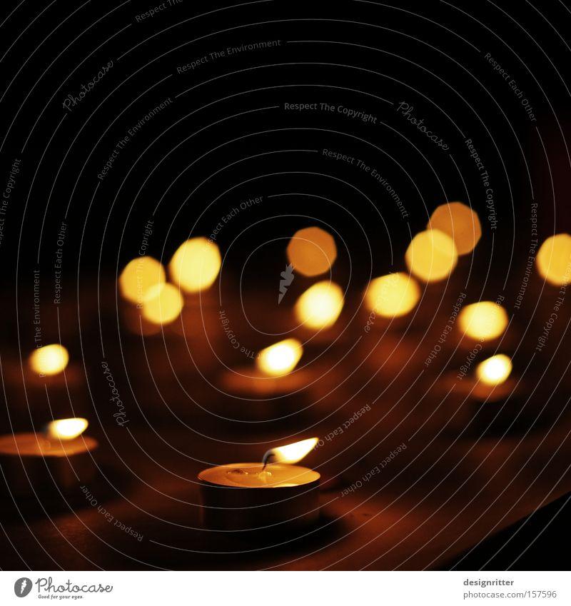 gemeinsam wird´s heller dunkel Zusammensein Kerze Kommunizieren Gesellschaft (Soziologie) Licht Orientierung Kerzenschein Teelicht