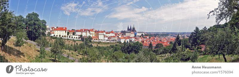 Prag Ferien & Urlaub & Reisen Sightseeing Städtereise Sommer Natur Landschaft Himmel Sonne Schönes Wetter Grünpflanze Park Hügel Stadt Haus Kirche