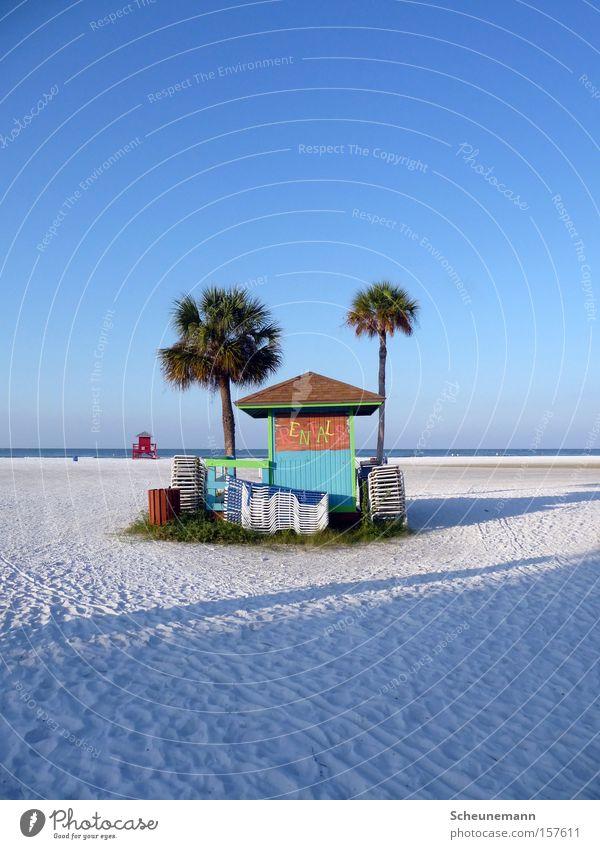 Beach House Strand Haus Sandstrand Meer Kiosk Palme Blauer Himmel mehrfarbig Oase Küste beach house