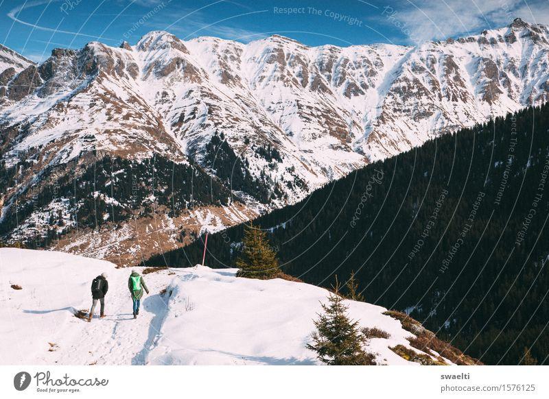 Walk your way Tourismus Ausflug Abenteuer Ferne Freiheit Winter Schnee Winterurlaub Berge u. Gebirge wandern Mensch 2 Natur Landschaft Hügel Felsen Alpen Gipfel