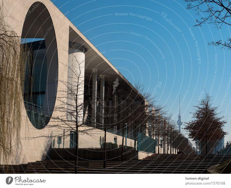 Bundeskanzleramt in Berlin Hauptstadt Turm Bauwerk Gebäude Architektur Fassade außergewöhnlich modern Bundeskanzler Amt Profil Fernsehturm Außenaufnahme