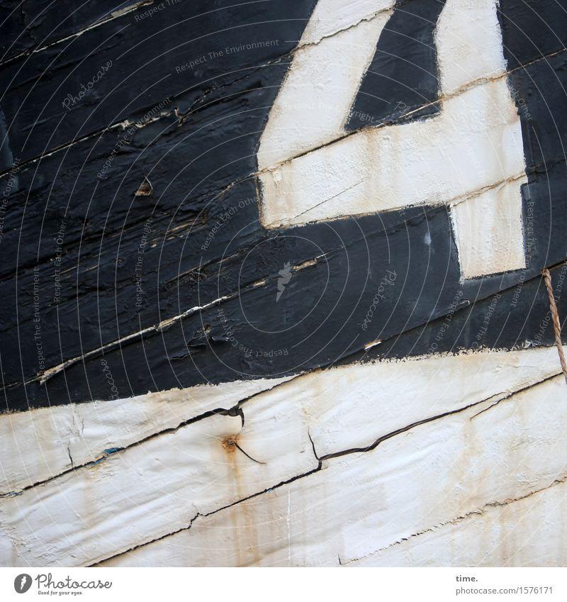 ausreichend Schifffahrt Schiffswrack Schiffsplanken Bordwand Ziffern & Zahlen Linie Streifen Riss alt historisch kaputt maritim trashig ästhetisch Design
