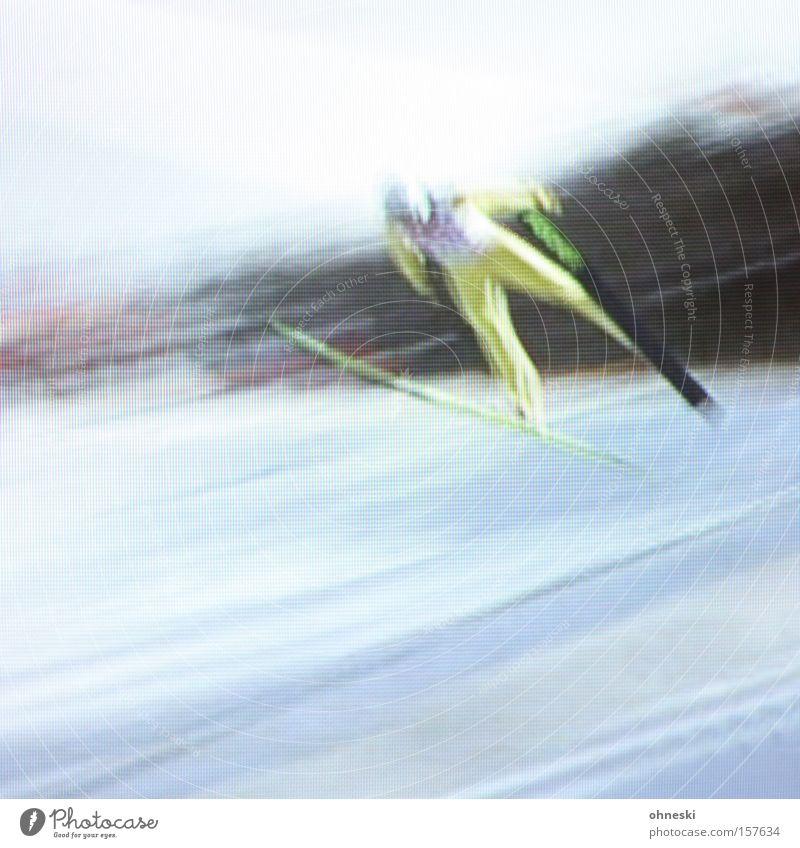 Ziiiiieehhh! Skier Schnee Winter Wintersport Schanze Geschwindigkeit Ferne Fernsehen Fernseher Bewusstseinsstörung Dynamik Kraft Sportveranstaltung Konkurrenz