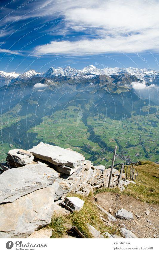 Bergkette mit Eiger, Mönch und Jungfrau Berge u. Gebirge Bergkamm Himmel Jungfrau (Berg) Landschaft Mönch (Berg) Oberland Schweiz Stein Ferne grün wandern blau