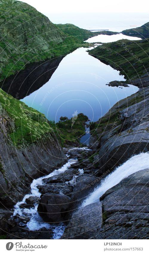 Norwegen Lofoten schön Ferien & Urlaub & Reisen Sommer Berge u. Gebirge Natur Wasser Schönes Wetter Felsen Wasserfall Stein beobachten genießen außergewöhnlich