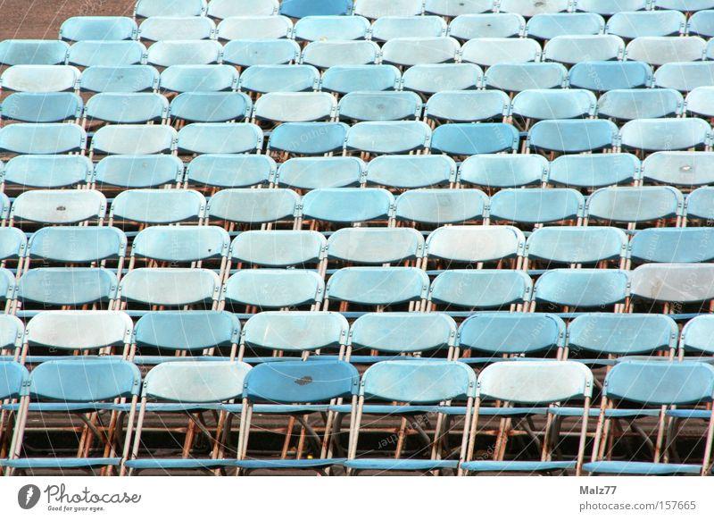 leere Reihen Hörsaal Stuhl Publikum Veranstaltung Sitzreihe Open Air Rede warten Platz Bildung Konzert Plenum