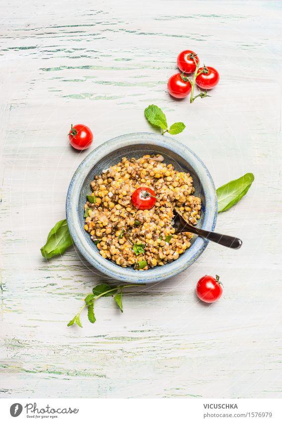 Gesunde Linsen-Salat mit Tomaten Lebensmittel Getreide Kräuter & Gewürze Ernährung Mittagessen Abendessen Festessen Picknick Bioprodukte Vegetarische Ernährung