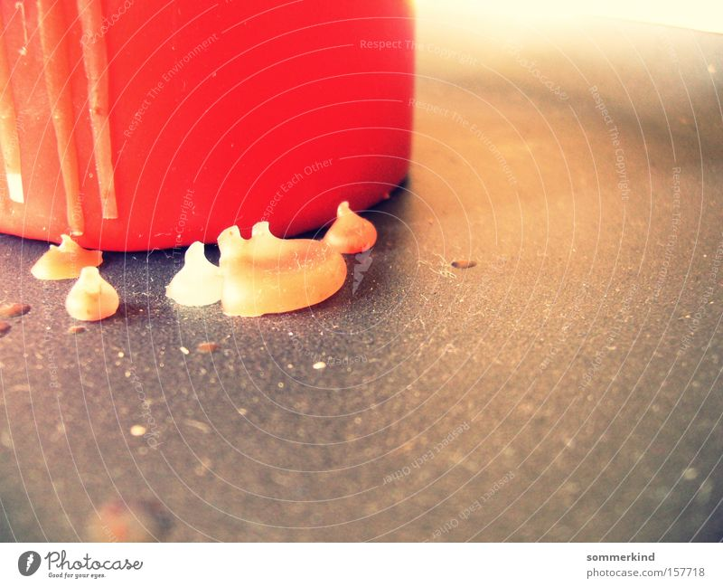 Tropfen für Tropfen Farbe Weihnachten & Advent rot schwarz kalt gelb Herbst grau Dekoration & Verzierung Wassertropfen Kerze Spuren Weihnachtsdekoration Wachs