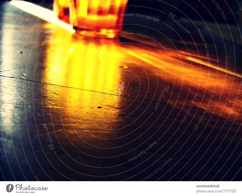 Der Boden brennt Glas Sonne Dekoration & Verzierung Wohnzimmer Feuer alt leuchten hell Kitsch gold orange rot Farbe Teelicht Bodenbelag Parkett gebraucht Brand