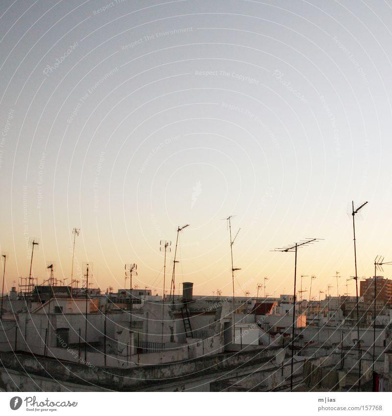 Tanz der Antennen. Sonnenuntergang Südeuropa Idylle harmonisch Ferien & Urlaub & Reisen alt Italien Spanien südländisch Medien Fernsehen Kultur